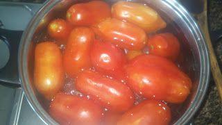 Entra en nuestro blog para ver como hacer una rica salsa de tomate. http://www.diariodunnenolabregoeoutrascousas.blogspot.com.es/2013/09/salsa-de-tomate.html