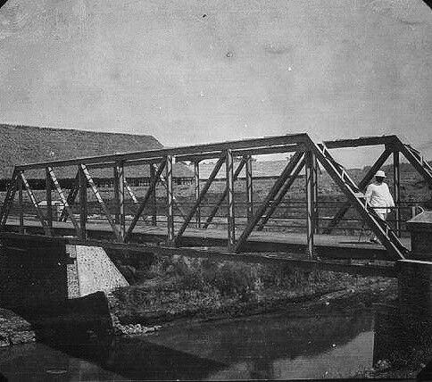Brug over een rivier in de omgeving van Delanggoe ten westen van Soerakarta. 1924