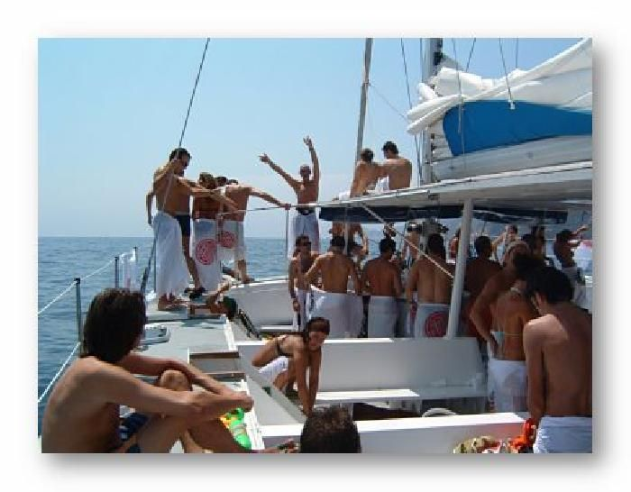 The best option without any doubt its a boat party along the coast of #Albufeira, you won't need anything more ;)