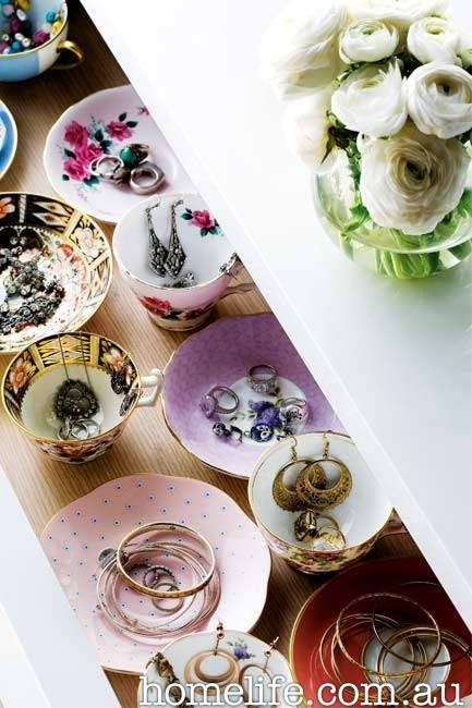 Google Image Result for http://iwantiwantiwant.com.au/blog/wp-content/uploads/2011/05/homelife-jewell-vintage-teacups.jpg