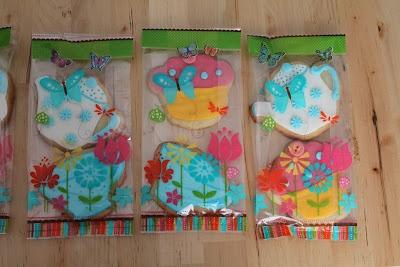 Sugarpaste cookies... my first ones!