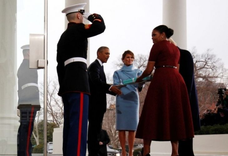 Мистериозен подарък на Мелания Тръмп изненада Мишел Обама (СНИМКИ/ВИДЕО) - https://novinite.eu/misteriozen-podarak-na-melaniya-tramp-iznenada-mishel-obama-snimki-video/
