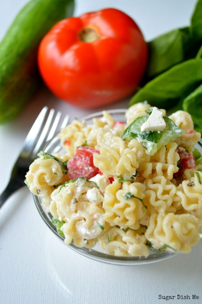 Healthy Spinach and Feta Greek Pasta Salad - Sugar Dish Me #greeksalad #pastasalad