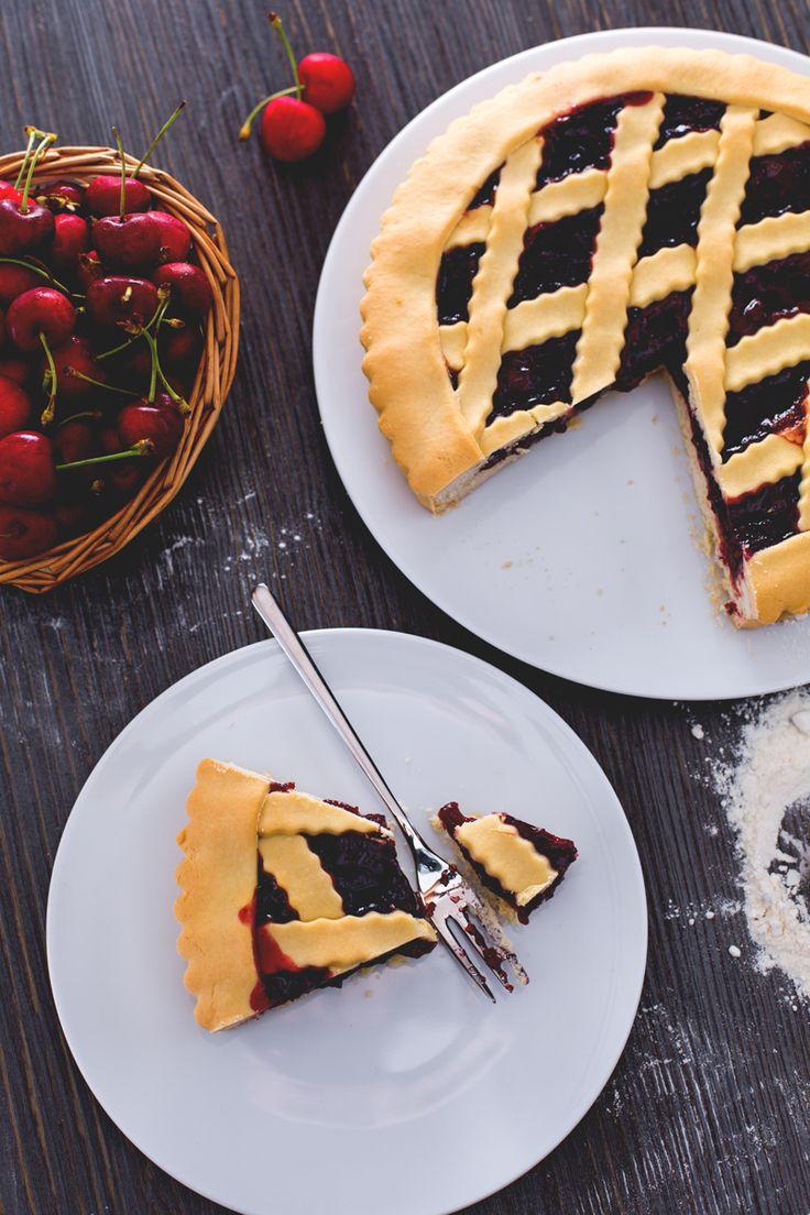 La #crostata #senza #burro è realizzata con una deliziosa #frolla all'olio extravergine d'oliva, friabile e profumata, da farcire con le #confetture che più amate! (no #butter #pie ) #Giallozafferano #recipe #ricetta #cake #marmellata #jam #breakfast