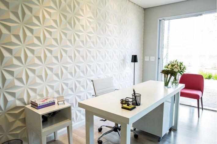 Na decoração de interiores, temos visto o revestimento 3D, ou seja, em três dimensões literalmente ou através de desenhos em superfícies planas mas que