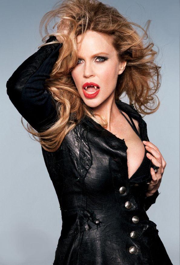 Kristin Bauer van Straten (Pam) in True Blood