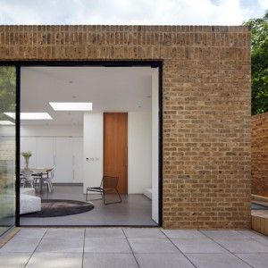 Phillips+Tracey+replaces+a+derelict+London+dental+surgery+with+a+simple+brick+house