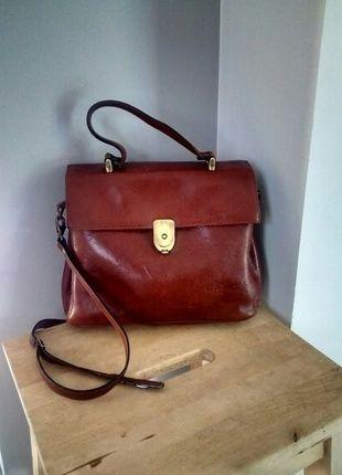 Sac à main vintage en cuir marron style besace A vendre sur #vintedfrance ! http://www.vinted.fr/sacs-femmes/sac-a-main/16472010-sac-a-main-vintage-en-cuir-marron-style-besace