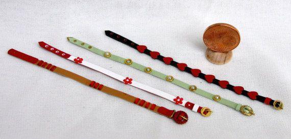 originali cinture in pelle decorata, interamente fatte a mano e rifinite accuratamente, in vari modelli e colori, scala 1/12