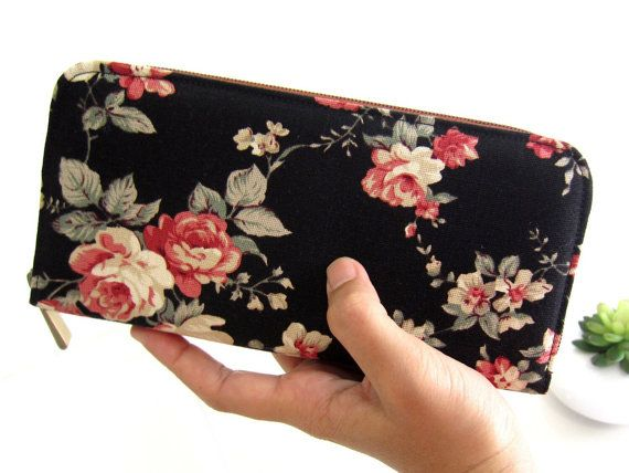 VEGAN  WOMEN'S WALLET, Fabric Wallet, Handmade zipper wallet, Women's wallet, Zippered wallet for your goodies Safety.  Classic floral !!!