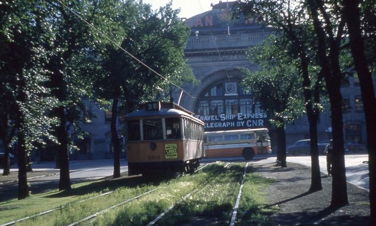 Old photos of Winnipeg trolley in Broadway and main near train station