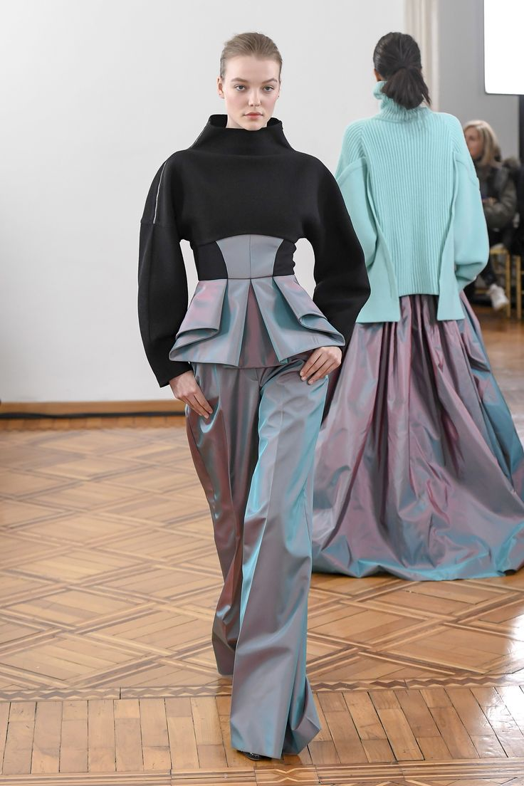 The complete Antonio Berardi Fall 2018 Ready-to-Wear fashion show now on Vogue Runway.