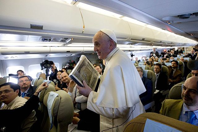 SIMPLE WAYS. Pope Francis holds a press conference aboard a plane during his trip to the Philippines on January 15, 2015. Photo by AFP