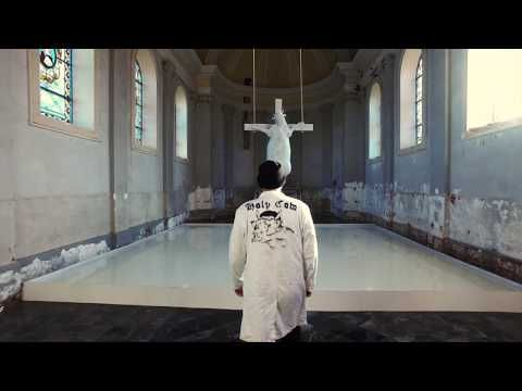 «Satanisme» ? Des catholiques belges furieux contre une vache crucifiée dans une église (video media)