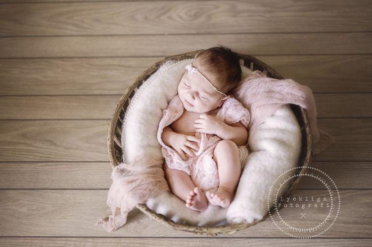 Ønsker du nyfødtbilder? Bestill før termin så jeg kan holde av tid til deg!