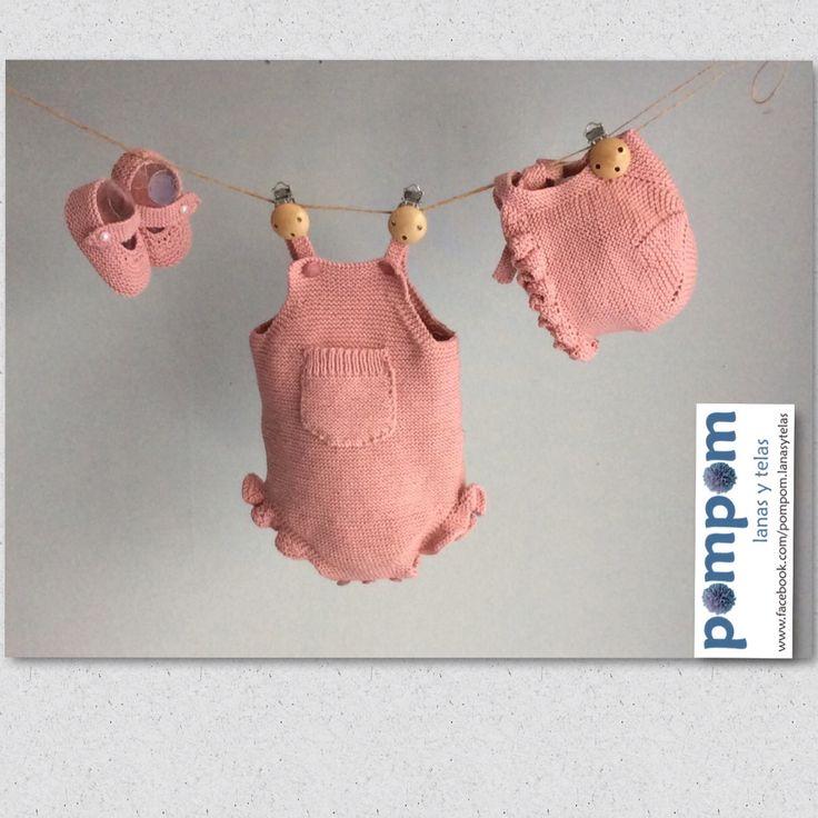 Conjunto de peto patucos y capota color rosa empolvado de algodón orgánico hecho a mano por pompom