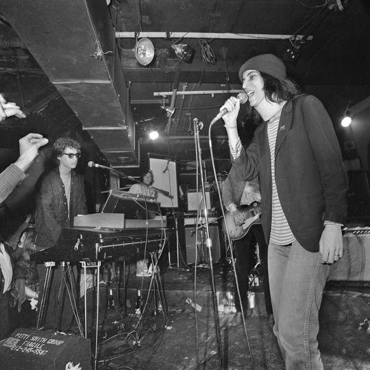 Patti Smith sings Gloria at CBGB, NY April 1977