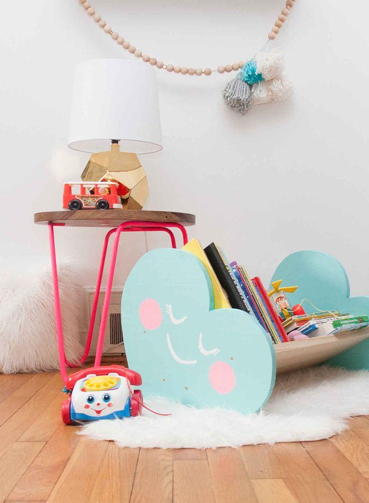 DIY book bin in a heart shape. Such a cute idea for a kids room | Una forma original de guardar libros en la recámara de los niños, en forma de corazón!