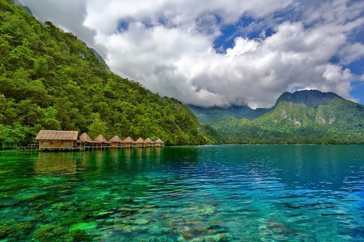 Seram Island  Seram is the largest of the Maluku Islands, once known as the Spice Islands, which are found just east of Sulawesi. It encompasses a beautiful mix of mountains (up to 3000m high) that descend down towards their pristine beaches. This island is truly lush, with rich green lands and also a mix of exotic animals like the Salmon Crested Cockatoo and the Moluccan King Parrot.