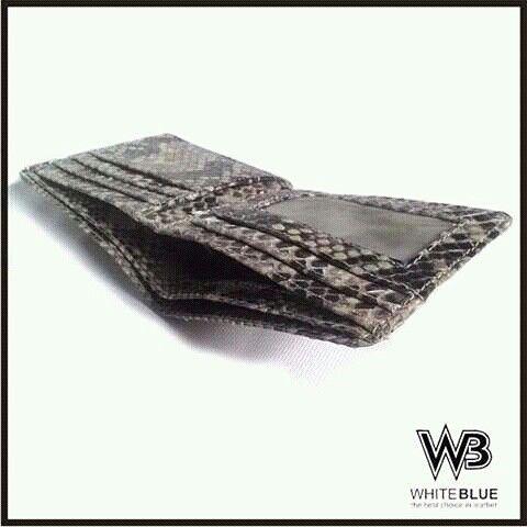 Inside of genuine leather phyton wallet.  Www.jualtaskulit.com +6285642717764  #wallet #leatherctaft #leatherwallet #menwallet #dompetkulit #dompetkulit #dompetpari #dompetpria