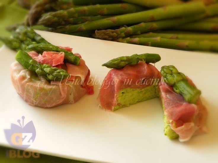 Flan di asparagi, un antipasto delicato e raffinato, servito con del crudo dolce in purezza.