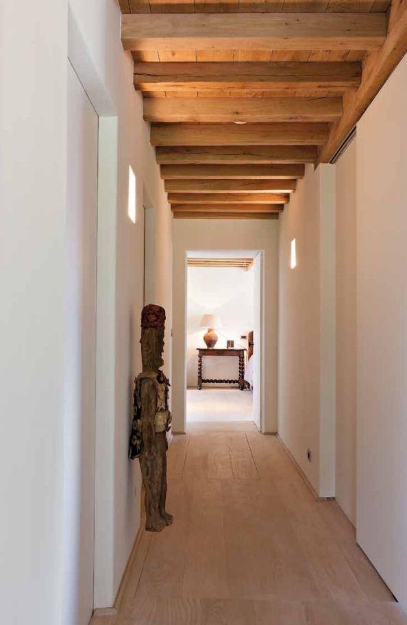 Cubos de luz para dar luz indirecta, madera techo y suelo + combinación con blanco