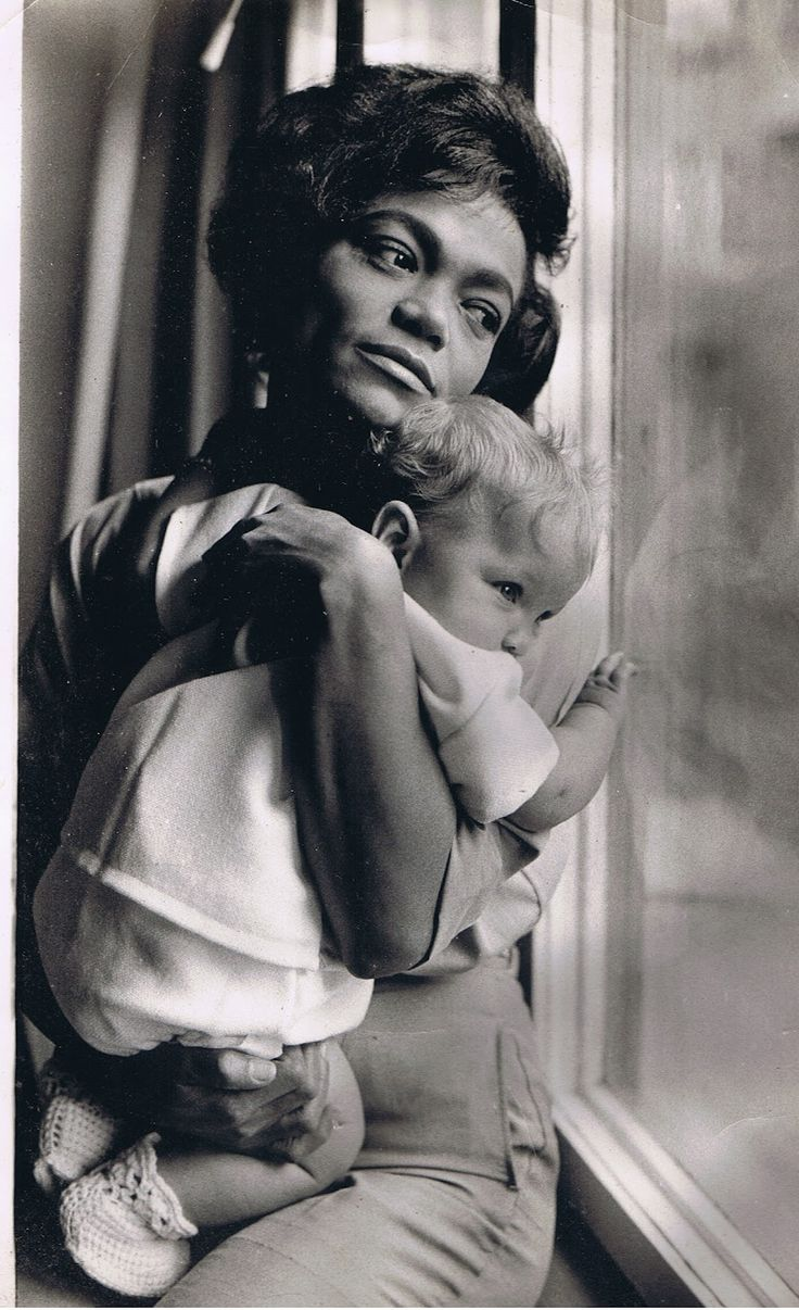 Eartha Kitt and daughter. So sweet. Could pass for a young Mama Haley holding a younger Jack Ryan!