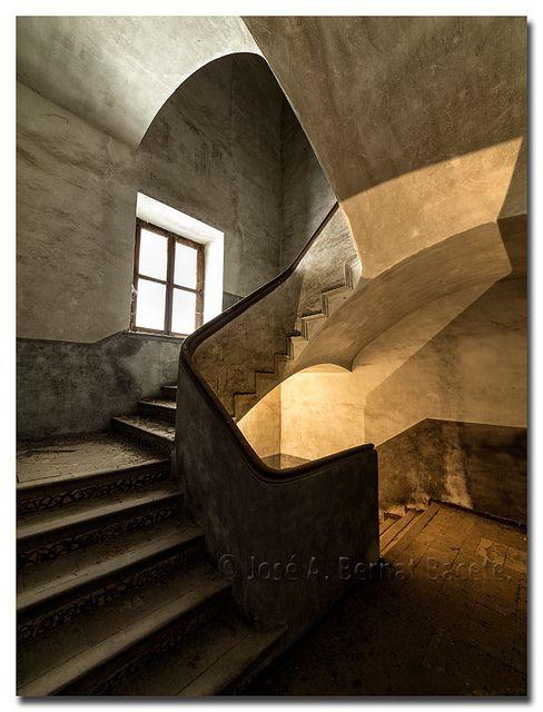 Las 59 mejores im genes sobre escaleras antiguas en pinterest - Escalera caracol usada ...