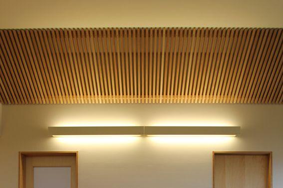 ルーバー天井 インテリア Google 検索 Louver Ceiling Corridor