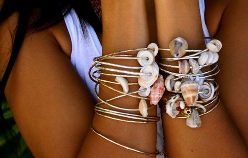 shell bangles: Accessories Projects, Accessories National, Armcandi Beaches, Shells Styles, Beaches Inspiration, Fashion Accessories, Shells Bangles, Shells Bracelets, Bangles Bracelets