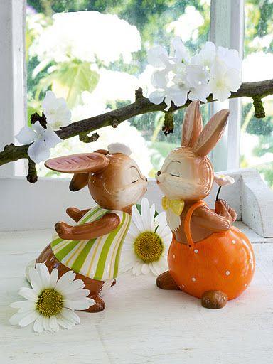 Goebel Easter , wielkanocne króliki z porcelany. Figurki ręcznie malowane.
