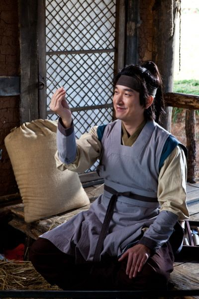 The King's Doctor(Hangul:마의;hanja:馬醫;RR:Ma-ui; lit.Horse Doctor) is a 2012South Koreantelevision series depictingBaek Gwang-hyeon(1625–1697), Joseon Dynasty veterinarian, starringJo Seung-wooandLee Yo-won. It aired onMBC.The life of aJoseon-era low-class veterinarian specializing in the treatment of horses, who rises to become the royal physician in charge of the King's health. 백광현 조승우
