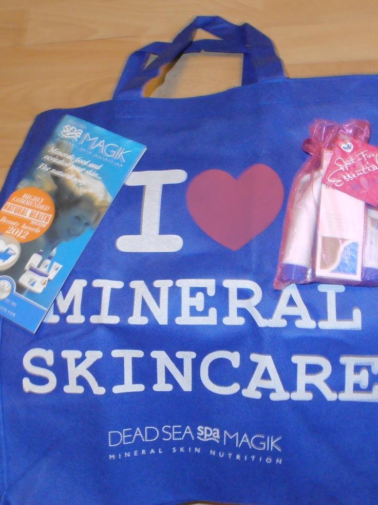 The Lovely People at Dead Sea Spa Magic sent me this lovely Bag for life & some samples to try....