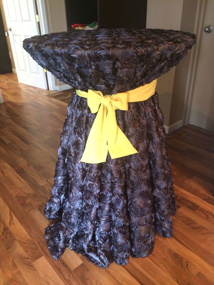 Black rosette linens with a canary classic sash! Classic yet contemporary! #affairstoremember #eventlinen #mi #gorgeous