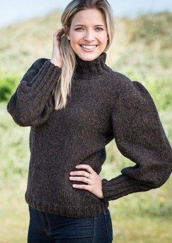 708902b84db Opskrift 1639: Smart damesweater med pufærmer. Yderst feminin sweater  strikket i det vamsede og