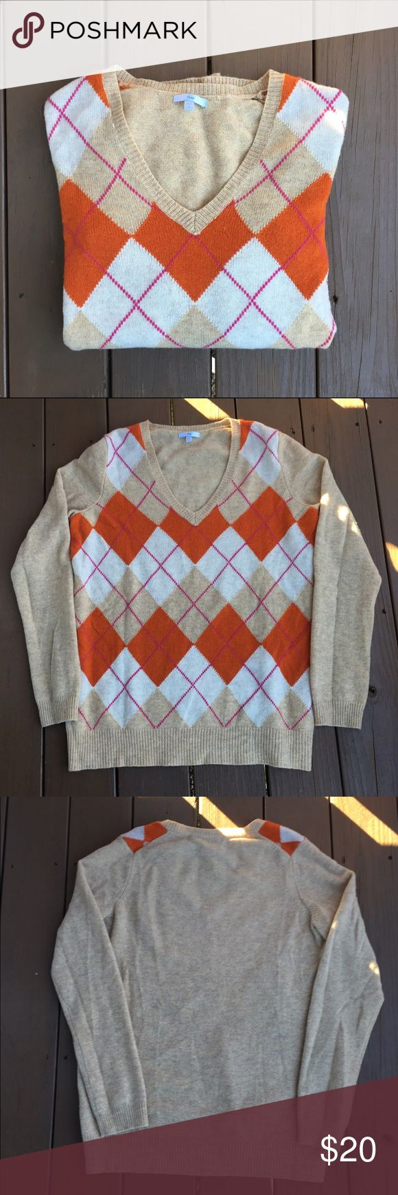 🎉Sale🎉 Gap argyle sweater EUC Argyle sweater from Gap. Sz large. ❌No offers on sale price please!!❌ GAP Sweaters V-Necks