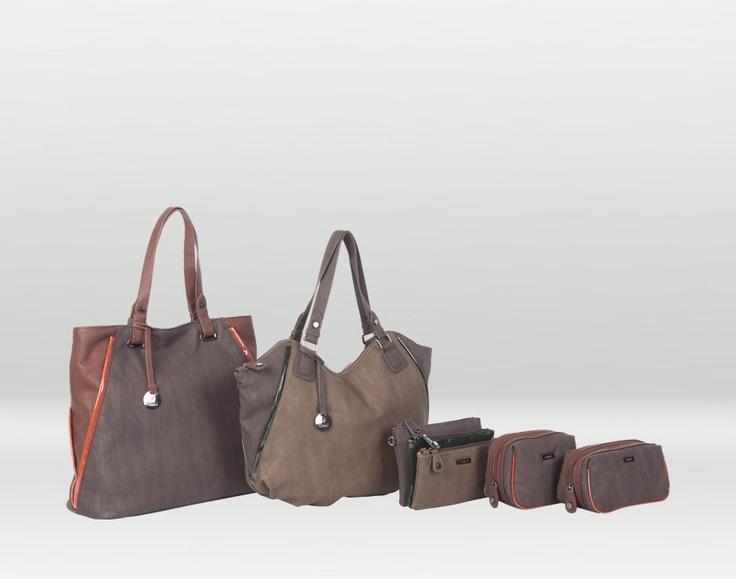 Avrika è una linea di borse e portafogli adatti sia all'inverno sia alla primavera grazie a i suoi dettagli colorati :)