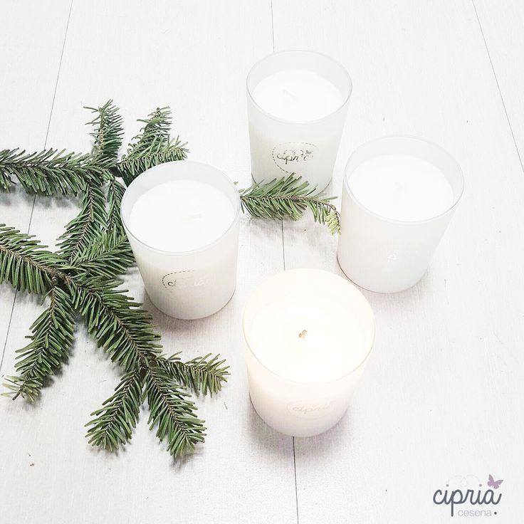 Candle. Delicata candela di cera di soia, frangraza di talco e spezie.