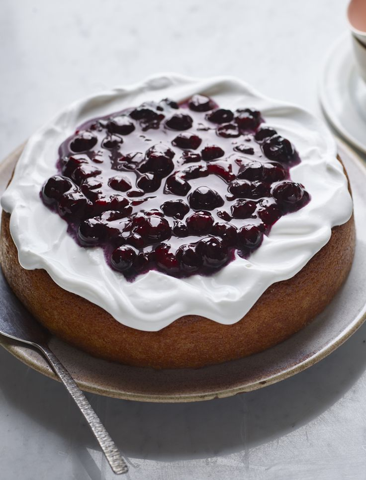 Can you believe this is a #vegan lemon cake? Trust Nigella Lawson to do the impossible, completely deliciously.
