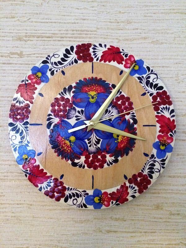 Настенные деревянные часы Петриковка. Неотъемлемой частью повседневного быта художественная роспись стала только в XVII ст. Именно в этот период ...