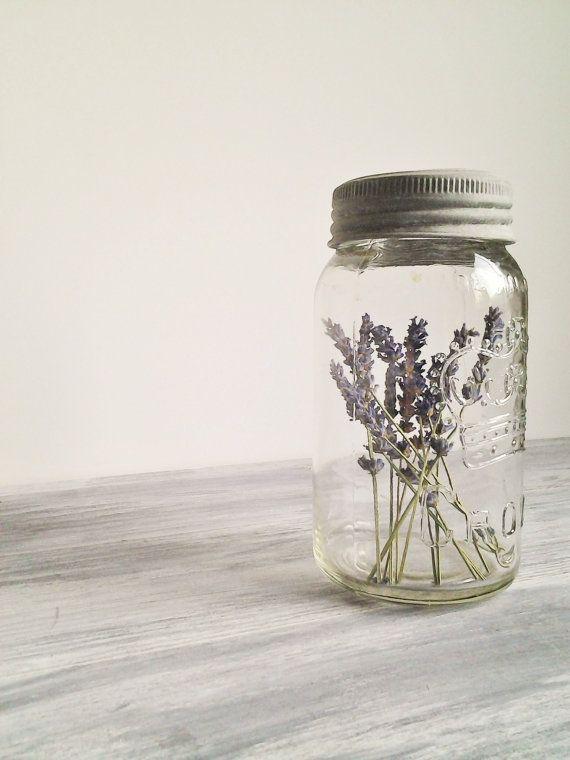 Lavendel in de glazen potten.