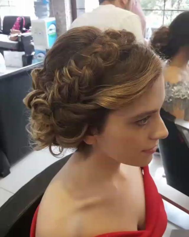 Mesleğine aşık bir kız #saç #topuz #örgü #saçörgü #izmit #aşk #hair #hairstil #love #kuaför #beatuful #mac #makyaj http://turkrazzi.com/ipost/1517493883008133578/?code=BUPOKWFhynK