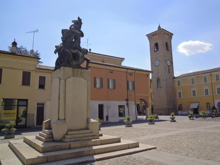 Bagnacavallo. Piazza della Libertà, Monumento ai Caduti