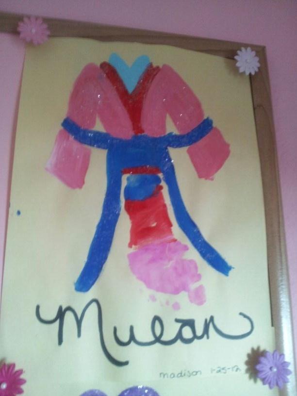 Mulan foot print art