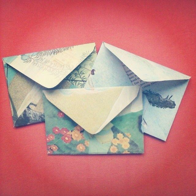Handgemaakte enveloppen van oude sprookjesboeken
