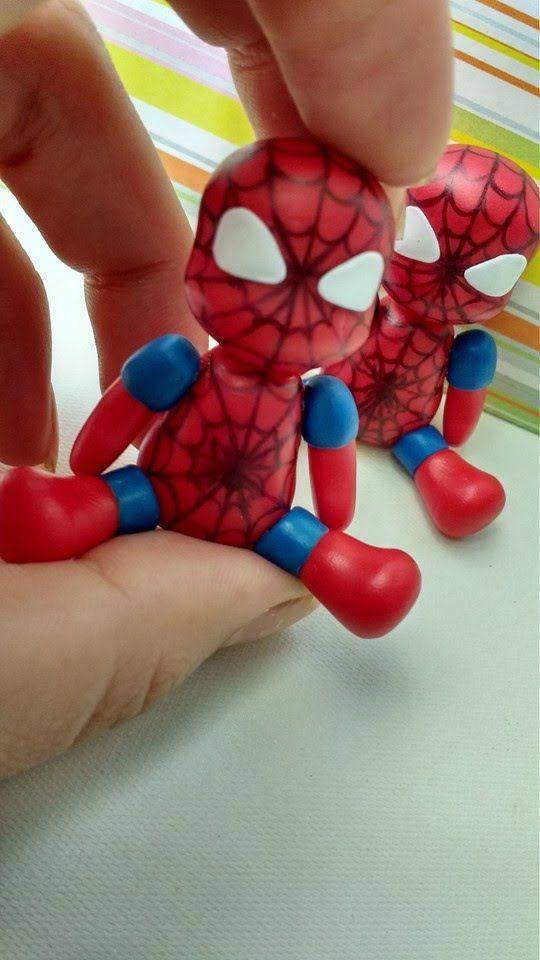 Homem aranha de biscuit.