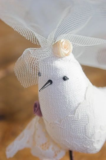 Step-by-step instructions on a DIY lovebirds wedding cake topper