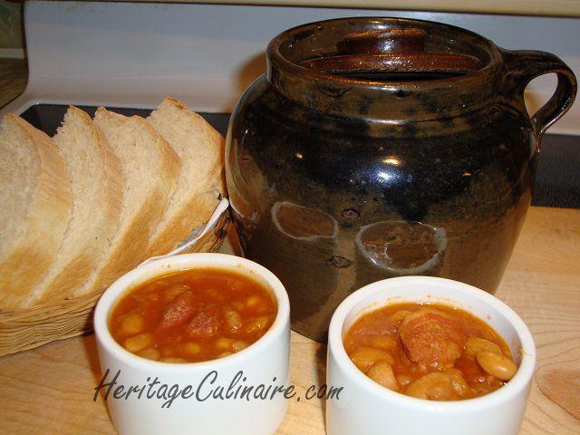 Voici la recette pour réaliser les délicieuses fèves au lard à l'ancienne (bines, beans) traditionnelles du samedi soir avec mélasse ou sirop d'érable. #fèves au lard #mélasse #sirop d'érable