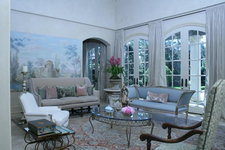 Living room houston tx katie scott interior design for Interior design 77024