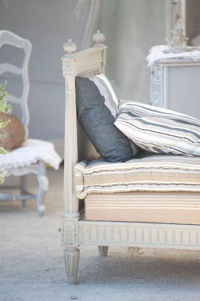 Tessuti a righe ideali per creare cuscini come il vecchio materasso di lana.